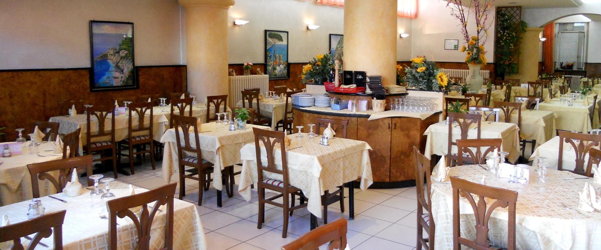 Ristorante-Pizzeria-La-Ruota-Gallarate-Sala-Ricevimenti
